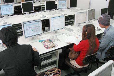 ICT応用(グループで課題に取り組む)