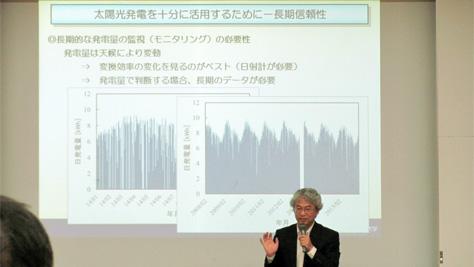 「太陽光発電を暮らしの中へ ~正しく利用するために何が必要か?~」をテーマに講演する見目教授