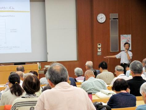 「アクティブ・エイジング ~豊かな高齢社会をめざして~」をテーマに講演する中野教授