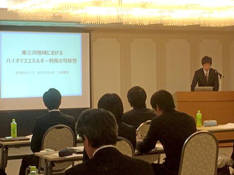 経営学部の2名の学生が第23回地域関連研究発表会で研究発表を行いました