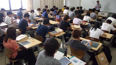 経営学部・平成29年度入学生にiPadを貸与しました